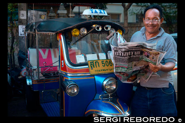 Tuk tuk driver reading the newpaper. Tuk-tuks or 'sam lor' (three-wheeled) used to be everyone's favourite way of getting around Bangkok before the BTS, MRT and colourful taxis took over. Originating from an old-fashioned rickshaw during the second World War, a tuk-tuk is essentially a rickshaw with a small engine fitted in. Tuk-tuks have become one of Bangkok's most recognisable transportation features, and are still popular among tourists and visitors. Riding a tuk-tuk is more of an experience rather than a practical way to get around. So, if it's your first time in The Big Mango, there's no harm in giving it a go.