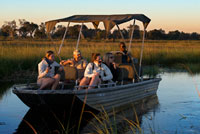 Tourists enjoying the last rays of sun on the water safari camp made from Eagle Island Camp by Orient Express, outside the Moremi Game Reserve in Botswana. The Okavango River originates in Angola and after traveling almost 1000 kms is divided into countless streams, canals and lakes forming the Okavango Delta area called (as in Botswana). Occupies 15,000 square kilometers this amazing gift of nature full of birds of all colors, hippos, crocodiles, impalas, zebras, elephants, buffalo, wild boars ... and water lilies, papyrus and more varied fauna. The safaris are made on foot or by boat. Also consider visiting villages where humble life of its inhabitants: wooden houses sharing a water fountain without light. Where moroko Besides taking tourists, their sources of income are small gardens, fishing and handicrafts. RECOMMENDATIONS If you want to see are large mammals, the best time to visit the delta is from May to October, when the water is low. If you prefer green vegetation cover angry birds is the best time of the rainy season from November to April. The apartments in the heart of the delta are private and are very expensive. The alternative is the camps and government lodges found in the peninsula of Moremi.