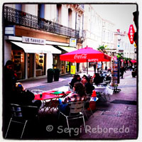 Barres i restaurants al carrer de Rue Saint Guilhem. Montpeller