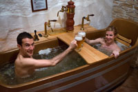 Skinny dipping in beer. Immerse yourself in a true spa naked beer. Bernard Beer Spa. Prague. One of the most representative aspects of the Czech Republic is the beer - something that has a high regard for its inhabitants. The Czechs not only drink their beer, but have also started using beer baths, ie means that beer can be enjoyed on the palate and revitalize the entire body at the same time! The cultivation of hops was made in the Czech Republic for many centuries and the Czechs firmly believe their beer is without doubt the best in the world - what could be a reason why they have the highest beer consumption in the world. Of course, this statistic tourists contribute greatly. Now tourists and Czechs alike enjoy the beer used in the spa, and thanks to the wonders of modern science determines what beer can increase endurance, help the vascular system, relax muscles and help every part of body work in harmony with all others. And aside will see if it works. Javier Castro and Nerea Ruano.