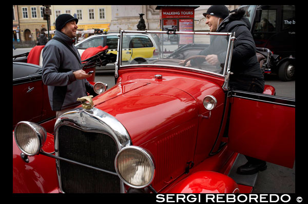 Prague historic drive. Visit Retro Prague from 350 CZK (14 EUR) An original with a retro touch to discover the center of Prague in a walk of lovers, friends or family. Discover the rhythm of a walk, the riches of Prague and its various neighborhoods. Go through the narrow streets of the Old Town, Lesser Town and admire the Castle District thanks to the comments of the driver. The proposed historic cars are original models of the 20s. These cars that belonged to the gentry of the time are now in perfect condition by maintaining that they are done periodically. The walk takes place entirely in English. This is not a guided tour, but rather a guided walk. If you want to do anyway a real tour of the city, we further propose a speaking professional guide who will accompany you throughout the tour. Place of departure, arrival and choice of the channel according to your wishes. Ability to start the tour at your hotel for free. Duration: 1 hour. Possibility to book for longer. Models available: Praga Piccolo, 1928 (3-4 people). Alpha Prague, 1929 (5-6 people). AN Prague 10, 1928 (10 people, able to get to 12 with folding seats). Note: the number of persons indicated does not include the driver. The seat next to the driver is slightly narrower to the rest of the seats.