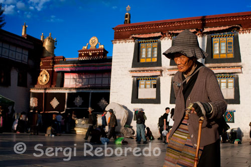 Elderly Pilgrim near the Jokhang temple. Lhasa. Located in the heart of the city and surrounded by Barkhor Street, the temple is a glorious shows the architecture of Lhasa with his culture.