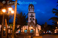 "Church of Salento located in the central square of Salento at sunset. Quindío. The church of Salento, built by the year 1850, is a unique building, then from the base to the roof is made of wood Ceroxylon andicola, so scrape enough columns in the nave of this modest building required to collect the wax candles on the altar. Poor is inside, but under his roof encouraged the faithful gather a living faith and sincere. That very day I had a proof. The priest said Mass, and inasmuch as the church was unable to hold to all the parishioners who came from the vicinity, many of these remained in the square talking loudly with vendors installed there, but when touched to raise, All were silent and bowed to the ground, without missing one, taking off their hats. With the latest bells ringing all rose, those who spoke before the interrupted conversation resumed, and the crowd regained the animation and movement, as if they were schoolchildren in the absence of the teacher. ""(Taken at face value the book Picturesque America) But Isaac Holton describes us to the year 1853 ""At two o'clock we Barcinal, the first house we found since we left Toche and sixth there in seventy-two hours away. There lived a family that gave us porridge Antioquia. By a steep path descended to Boquía bad on the banks of the river Quindío. Salento is a newly formed village which has at most two hundred inhabitants. Only twelve years ago that has the name it bears, it was formerly called Boquía. Your district has about two thousand inhabitants scattered, occupying several thousand acres of land and live off the proceeds of the raising of any livestock, and crops of wheat and corn, the grains are going to sell the Cauca or consumed in the country. The Cauca River, which passes through the bottom of the village, a windmill motion to print, rare in those regions. A little further takes its current name Boquia river and its waves are mixed towards the west to join the Old River, a tributary of the Cauca."